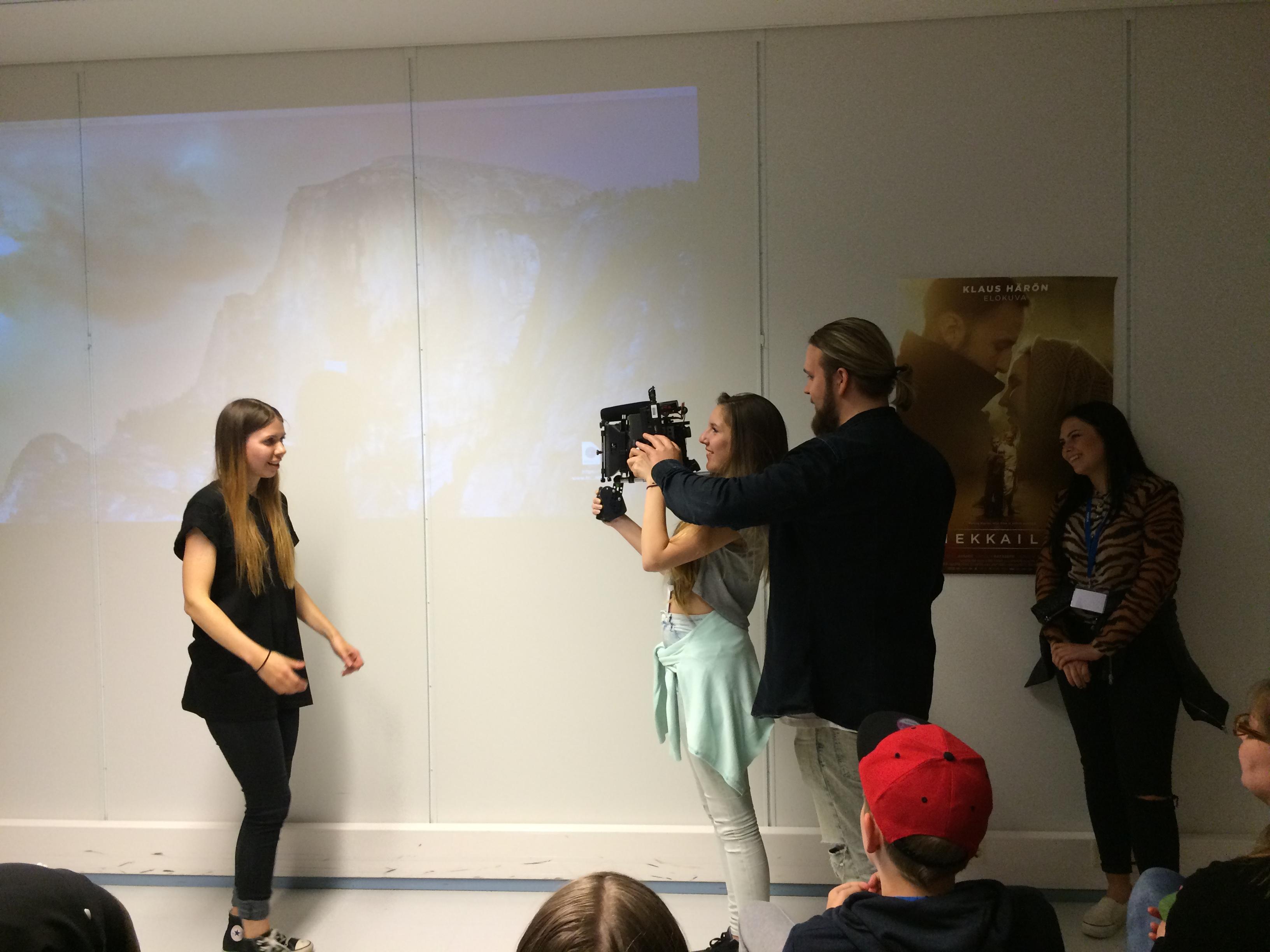 Deltagarna fick pröva att filma med en filmkamera.