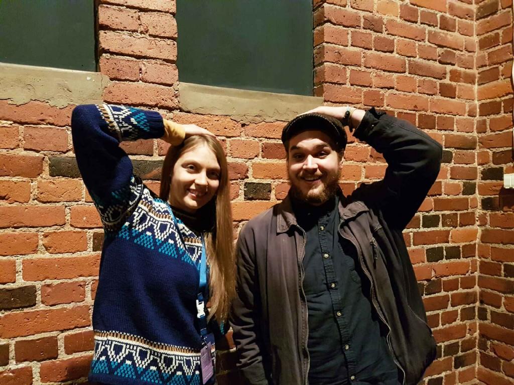 Näytöksen jälkeen seurasi kyselytuokio paikalla olevien ohjaajien kanssa. Tässä huipputyypit Reetta Elviira Halkosaari (Sipulinkuori) ja Fabian Munsterhjelm (Copycat).
