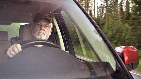 Kuva Hannu Karposta autonsa ratissa