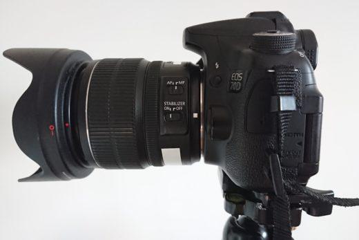 kamera ja objektiivi sivusta