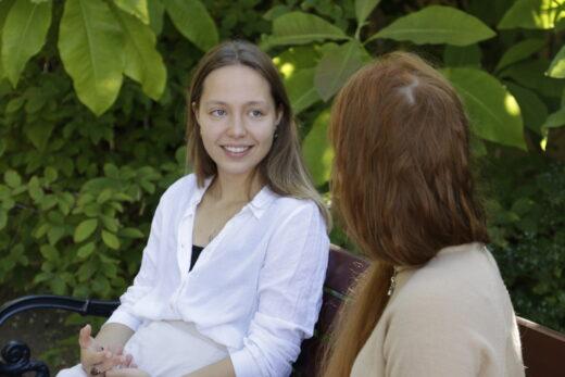 Eden -elokuvan näyttelijä Aamu Milonoff hymyilee haastattelijalle