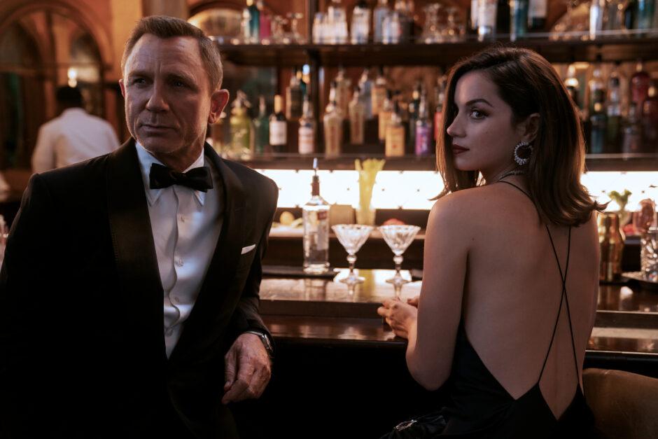 Daniel Craig ja Ana DeArmas roolihahmoissaan 007 No Time to Die -elokuvassa